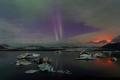 Jökulsárlón le 12 septembre à 22h49 ; la lueur rouge au loin est celle du volcan en éruption