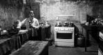 Soirée crêpes dans la rustique cuisine