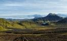 Paysage sur la piste F210 ouest sur le trek Landmannalaugar-Þorsmörk. Lac Alftavatn à droite et le glacier Mýrdals-Jökull au fond