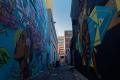 Eclaboussures de couleurs dans une ruelle laissée à l'abandon