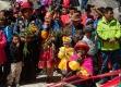 Partage des feuilles de coca entre les participants et offrande de feuilles de coca à la Pachamama (Terre Mère)