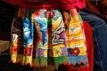 Détail d'une jupe de femme péruvienne richement brodée