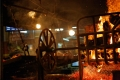 Mercado del Puerto de Montevideo. Les braises sont tirées sous le grill au fur et à mesure de leur combustion.