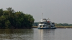 Hôtel flottant sur le rio Paraguay