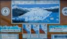 Ce tableau explique l'avancée régulière du glacier Perito Moreno sur la péninsule de Magellan