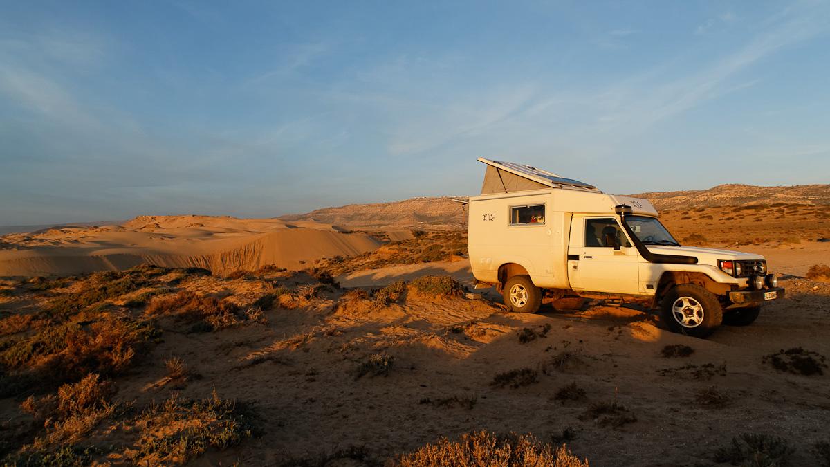 Nous posons notre premier bivouac marocain dans ce paysage.