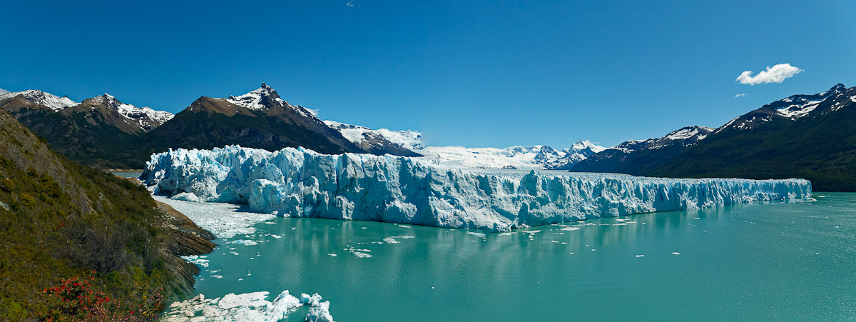 A notre passage le glacier Perito Moreno touchait la péninsule de Magelan